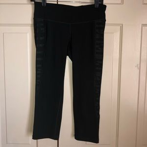 4 for $20.00 Old Navy cropped active legging
